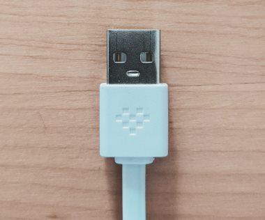 חיבור USB עם פנים