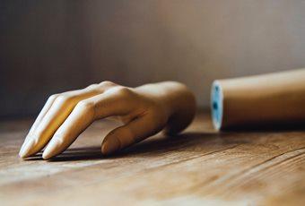 יד מפורקת של אנדרואידית