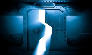 דלת מסתורית נפתחת